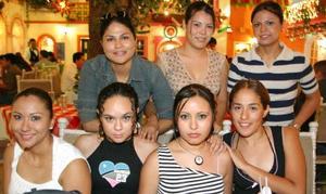 Sugey Zamorrón López, festejó su cumpleñaos acompañada de sus amigas Ely Flores, Patty Carrillo, Sheila Soto, Laura Burciaga, Ale Lomas y Rosario Barajas.