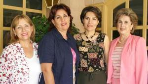 L Georgina de Salmón, presidenta del Club de Jardinería Casandra acompañada de las integrantes de su mesa directiva, Leticia de Abusaid, Margarita de Peressini y Peggy de Isasi.
