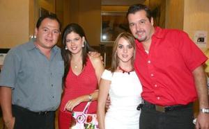 Carlos Manjarrez, Mariana de Manjarrez, Sofía de Marcos y Jorge Marcos (Fotografías de Julio Hernández).