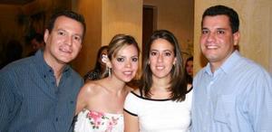 Vicente Izaguirre , Liliana de Izaguirre, Mague Tosca y Óscar Marín.