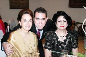 <u><i> 21 de septiembre de 2004</u></i><p>  Yeye Romo, Íñigo Arzac y Gabriela Sáenz Herrera.