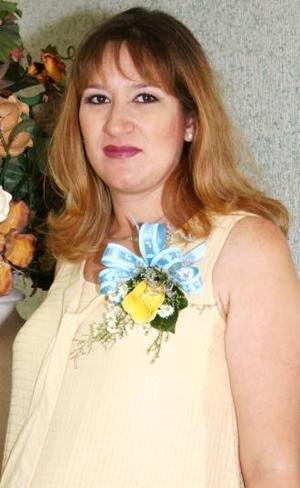 <u><i> 20 de Septiembre de 2004</u></i><p>  Ana Leticia Torres de Virgil espera el nacimiento de su bebé para el próximo mes de octubre, y por tal motivo disfrutó de una fiesta de canastilla.
