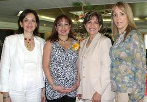 <u><i> 21 de Septiembre de 2004</u></i><p>   Claudia Cárdenas de Álvarez junto a las anfitrionas de su fiesta de regalos, las señoras Alicia Esquivel de Cárdenas, Yadira de González y Alicia Cárdenas de Torres.