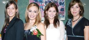 <u><i> 22 de Septiembre de 2004</u></i><p>  Ileana Alejandra García Ríos acompañada por algunas de las asistentes a su despedida de soltera.