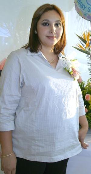 Elizabeth  Rivas de Arredondo captada en su fiesta de canastilla, organizada en días pasados.