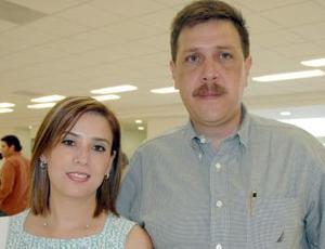 Fernanado Balandrano Pinal y Bety de  Balandrano viajaron a Cancún.