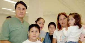 <u><i> 24 de Septiembre de 2004</u></i><p>   Guillermo Campos viajó a Tijuana y fue despedido por William, Grace, Norma, Grace y Steven.