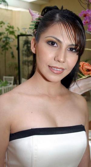 Evelyn Galindo Reyes fue despedida de su vida de soltera, con un agradable convivio.