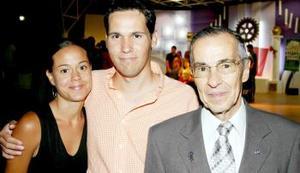 Cecilia Reyes, Javier Reyes y Cerso Reyes García.