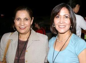 Laura Lueévanos y Teresa Ortiz.