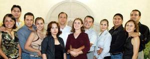 Maricel Mijares y Eugenio Betancourt acompañados por un grupo de amigos, en la despedida bíblica que les ofrecieron por su cercano matrimonio.
