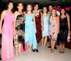 <u><i> 24 de septiembre de 2004</u></i><p>  Susy de Dingler, Martha Rivera, Stefanía Dingler,Silvia de Gallegos, Ale Clement, Julio Gallegos, Susy Alfaro y Érika López, en pasado festejo.