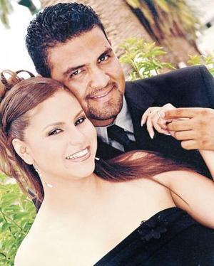 <u><i> 25 de Septiembre de 2004</u></i><p>  Osvaldo Robles Zamarrón y Alejandra Vela Rodríguez contraerán matrimonio el 22 de octubre, en la parroquia de La Sagrada Familia.