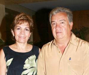 Lupita de Ríos y Delfino Ríos Pérez.
