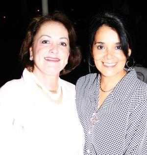 Lilia Sandoval de Santiesteban y Norma Muller de Cuéllar.