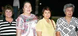 Quechu de Álvarez, Marisa de Ibarra, MArtha de Rosales y Rebeca de Nahoul, estuvieron presentes en la noche campestre.
