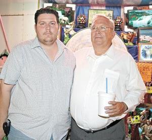 Al jugar en la ruleta, Arturo Sagui y Arturo Sagui Muñoz obtuvieron una bonita figura religiosa.