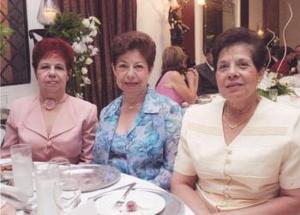 Conchita, María del Socorro y Marta Soto, en la boda de la pareja Bonilla Sabag.