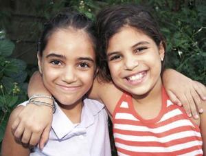 Nadia y Tamara Chamut Torre, captadas en pasado acontecimiento social.