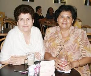 Asunción Belausteguigoitia y Celia Ávila.