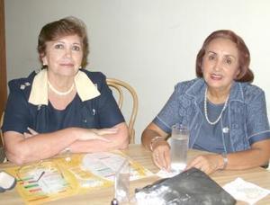Rosa Linda Cárdenas de Treviño y Lucrecia Valdés.