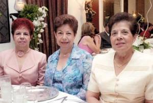 <u><i> 26  de septiembre de 2004</u></i><p> Conchita, María del Socorro y Marta Soto Navarrete, en la boda de la pareja Bonilla Sabag.