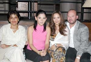 Blanca Russek, Marcela Pámanes y Sandra y Rodolfo Garza.