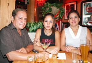 Ricardo Rodríguez, Rocío Rodríguez y Rosa Luz de Rodríguez