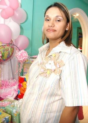 Gbriela Campos Ullosa disfrutó de una fiesta de canastilla, por el próximo nacimiento de su tercer bebé.