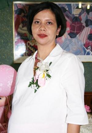Angelita Blanco de Rodríguez captada en la fiesta de canastilla que le ofrecieron