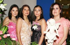 <u><i> 28 de Septiembre de 2004</u></i><p>  La festejada Alejandra Aguilar en compañía de Gabriela Aguilar, Lilia Salas de Aguilar y Laura Rodríguez de Blanco.