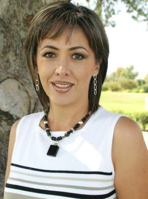 Lourdes López de González, presidente del Club de Jardinería Mimosa.