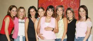 Mónica Barba de Enríquez disfrutó de una fiesta de canastilla que le ofrecieron sus amigas.