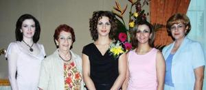 <u><i> 30 de septiembre de 2004</u></i><p>  Ana María Mesón Cifrian acompañada por su mamá Triny Cifrian de Mesón y por sus hermanas Pilar, Guape y Triny, en la despedida que le prepararon por su cercano enlace nupcial..jpg
