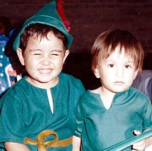 Gerardo Landeros Ávalos en compañía de su hermano Fernando, el día que cumplió tres años de vida.