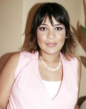 <u><i> 29 de Septiembre de 2004</u></i><p> Mónica Barba de Enríquez, captada en la fiesta de regalos para su bebé.