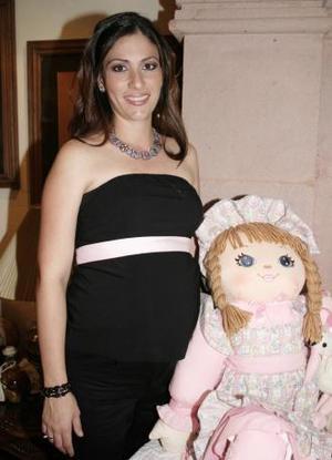 <u><i> 30 de Septiembre de 2004</u></i><p>  Eleni Gilbert de Collier de la Maliere, captada en la fiesta de canstilla que le ofrecieron por el próximo nacimiento de su bebé