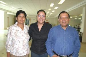 <u><i> 28 de septiembre de 2004</u></i><p>   A Minatitlán Veracruz viajó Enrique Huízar y fue despedido por Yolanda y Yemile Huízar.