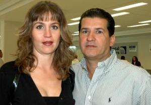 <u><i> 30 de septiembre de 2004</u></i><p>   César Marcos Garza y Verónica Jaidar de Marcos viajaron a la Ciudad de México.