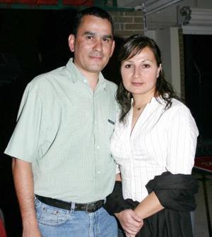 <u><i> 27 de Septiembre de 2004</u></i><p>   Ernesto y Mónica Meléndez.
