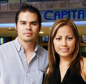 Carlos Padilla y Paola  de Padilla