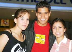 Adriana de Santiago, Mariana Hidrogo y Omar de la Garza.