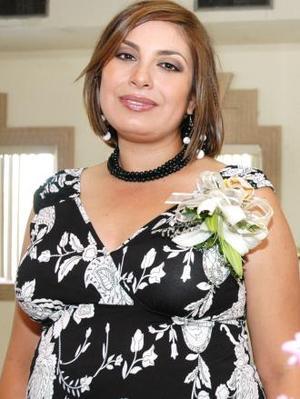 <u><i> 01 de octubre de 2004</u></i><p>  Claudia Ávila de Odriozola, captada en su fiesta de canastilla.