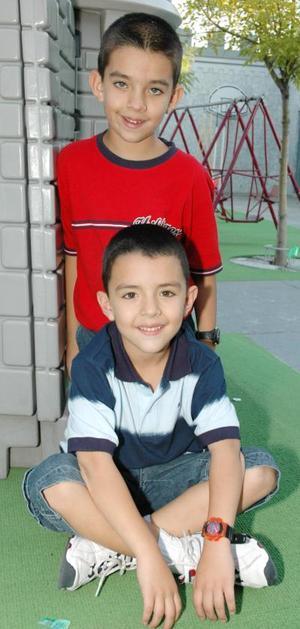 <u><i> 01 de octubre de 2004</u></i><p>  Los pequeños Sergio Andrés y Diego Rivera Villanueva, captados en pasado fetejo.