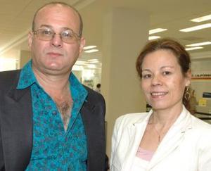 <u><i> 01 de octubre de 2004</u></i><p>  Los doctores Acuña y Amezcua viajaron a un congreso a Mérida.