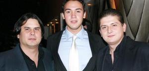 <u><i> 02 de octubre de 2004</u></i><p>  Dj 'Momis' Daniel Poza y Dj 'Rufles'.