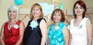 <u><i> 02 de octubre de 2004</u></i><p>  Norma Leticia Figueroa de Barrón disfrutó de una fiesta de regalos, que le ofrecieron Catalina Figueroa y Verónica de Figueroa, Las acompaña otra amiga.