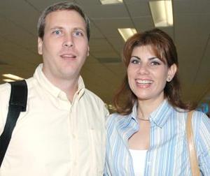 <u><i> 02 de octubre de 2004</u></i><p>  Robert Stefanic llegó del DF y fue recibido por Martha Aguilera.