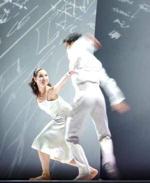 Su clara visión de futuro se basa en la convicción de que, como el resto del mundo, la danza evoluciona constantemente y que se trata de una pasión esencial que él sabe compartir.