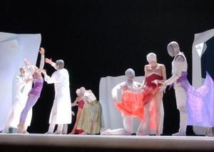 Cada uno de los elementos sobre el escenario ocupaba un sitio importante en la historia, porque aportaba las emociones y sentimientos de los personajes.